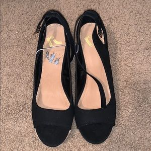 Black Report wedges size 10 NWOT